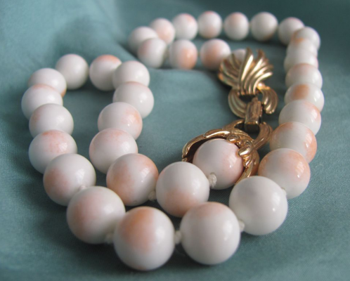 A conch shell and pearl necklace